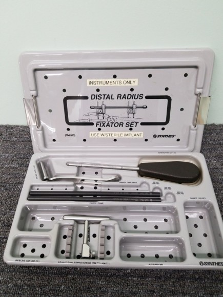 SYNTHES Distal Radius Fixator Set